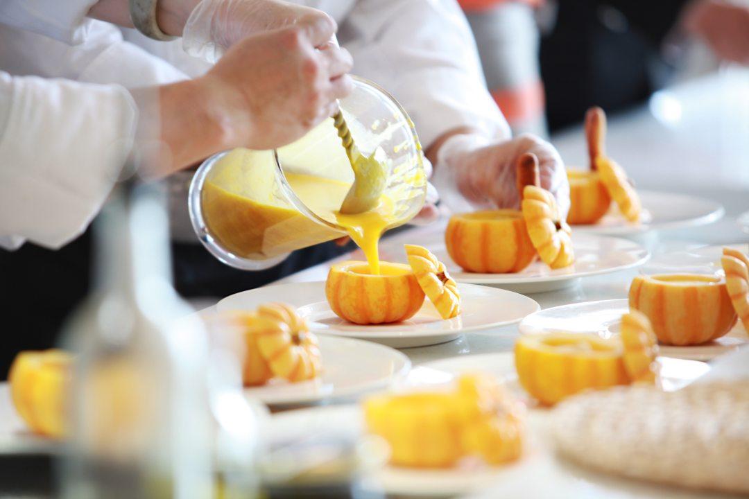 blur-chef-close-up-671956.jpg